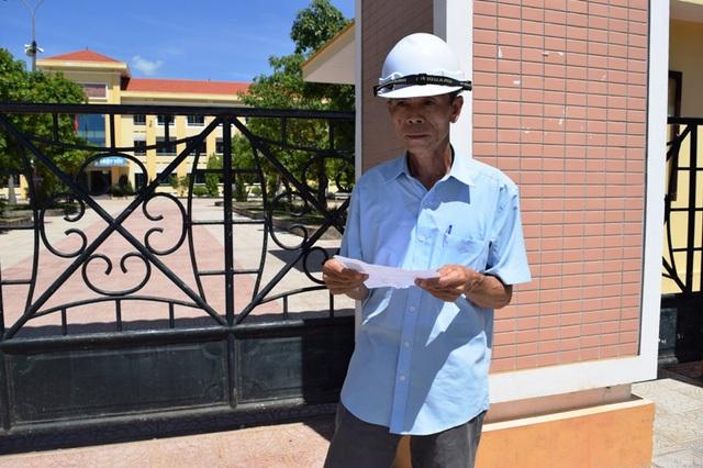 Ở tuổi 56, thí sinh Nguyễn Đình Chớ lần đầu tiên đi thi tốt nghiệp THPT. (Ảnh: Tiến Thành)