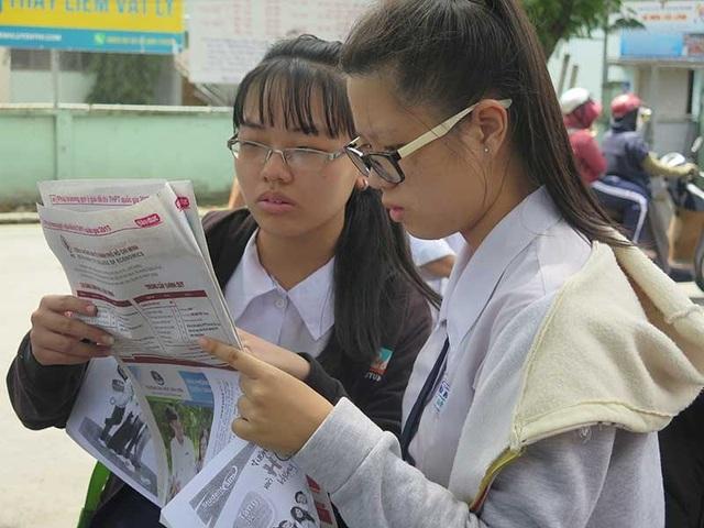 Các thí sinh dự thi ngữ văn trong kỳ thi THPT quốc gia vừa qua. (Ảnh: Phạm Anh)