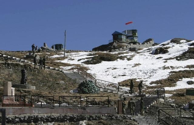 Binh sĩ Ấn Độ được nhìn thấy tại con đường thương mại Ấn Độ-Trung Quốc Nathu La, Bắc Gangtok, thủ phủ Sikkim năm 2009. Ảnh: REUTERS