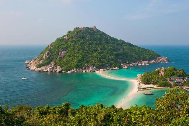 Hòn đảo đẹp thơ mộng đón hàng trăm ngàn lượt khách tới thăm mỗi năm.