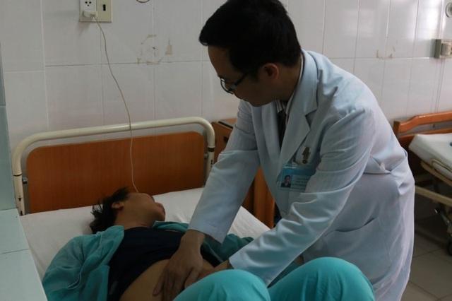 Các bệnh nhân bị ngộ độc vẫn đang được tiếp tục cấp cứu, điều trị tại BV Đa khoa Khánh Hòa. Ảnh: VN