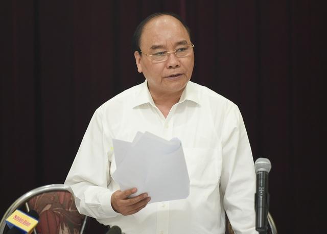 Thủ tướng Nguyễn Xuân Phúc chia sẻ và thông cảm với những khó khăn của Liên hiệp các Hội văn học nghệ thuật Việt Nam. Ảnh: VGP/Quang Hiếu