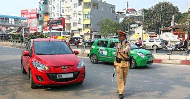 Nhiều trường hợp chủ xe ô tô đang thế chấp phương tiện gặp rắc rối vì đăng ký xe do ngân hàng giữ.