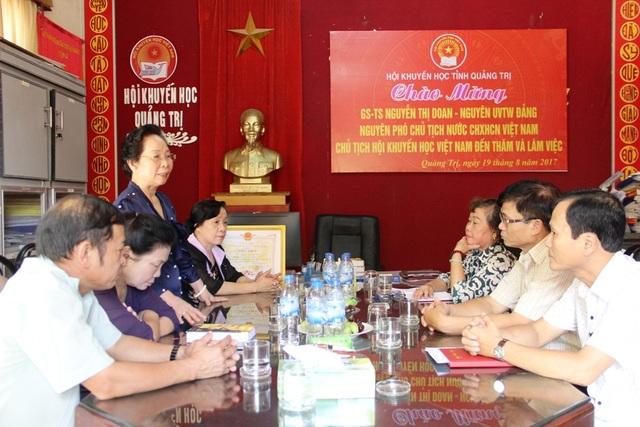 GS.TS Nguyễn Thị Doan, Chủ tịch TƯ Hội Khuyến học Việt Nam làm việc với Hội Khuyến học Quảng Trị