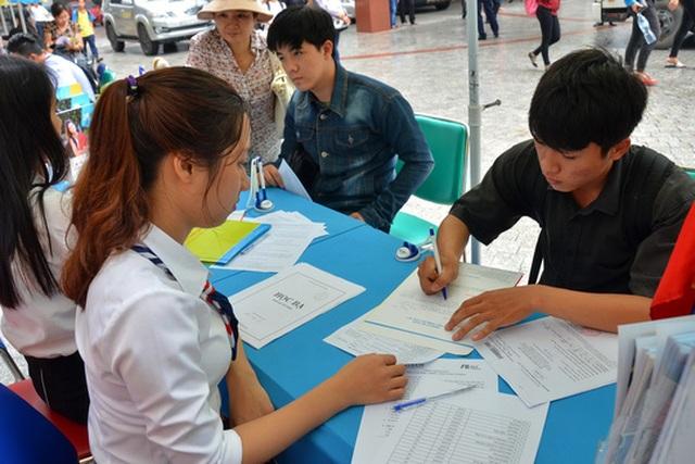 Nhiều trường ĐH hiện vẫn ngóng thí sinh đến đăng ký xét tuyển. (Ảnh: Tấn Thạnh)