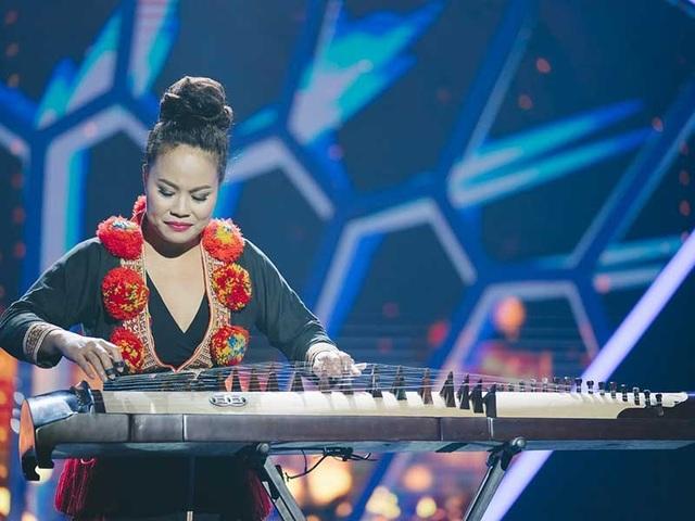 Nghệ sĩ đàn tranh Vanessa Võ (Võ Vân Ánh), người từng đạt giải Emmy, giám khảo giải Grammy, biểu diễn trong chương trình Wonderkids. Ảnh do chương trình cung cấp