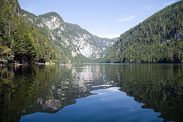 Hồ Toplitz (Áo) nơi tìm thấy số tiền giả Đại tá SS-Friedrich Schwend chôn dưới đáy hồ
