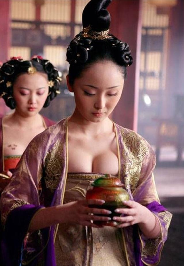 Mỹ nữ siêu vòng một của Trương Nghệ Mưu giờ ra sao? - 1