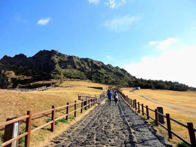 Đường lên núi Hallasan. (Nguồn: Tổng cục Du lịch Hàn Quốc)