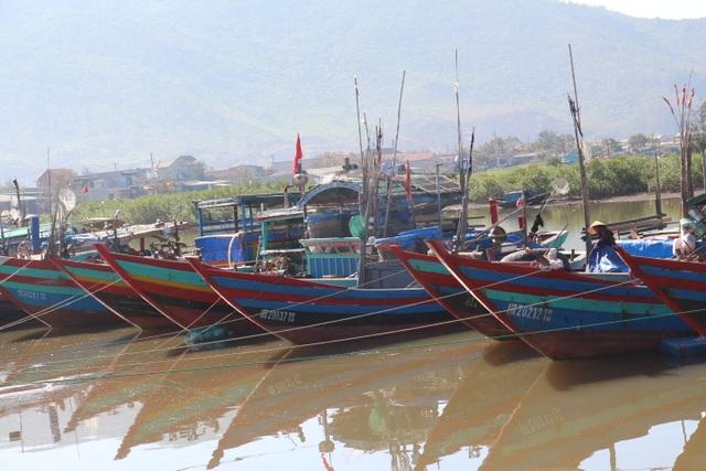 Hà Tĩnh phát lệnh cấm tàu thuyền ra khơi từ 17h chiều nay (9/10) để đối phó với diễn biến của áp thấp nhiệt đới