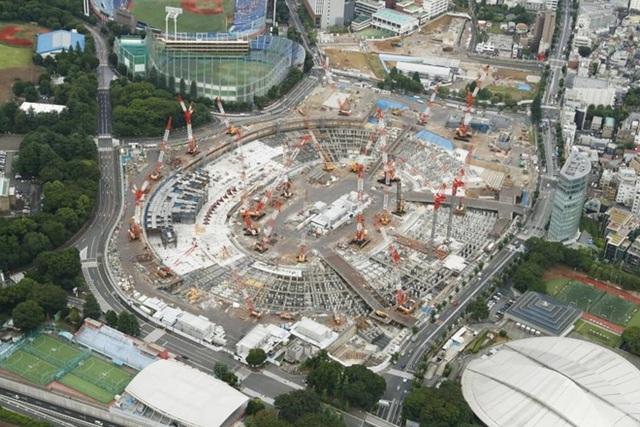 Một phần công trình xây dựng sân vận động Quốc gia tại Tokyo. Ảnh: Japan Times