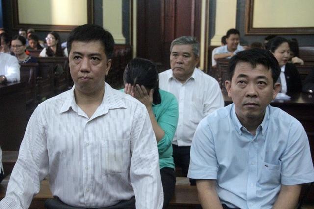 Bị cáo Hùng và bị cáo Cường tại phiên tòa.