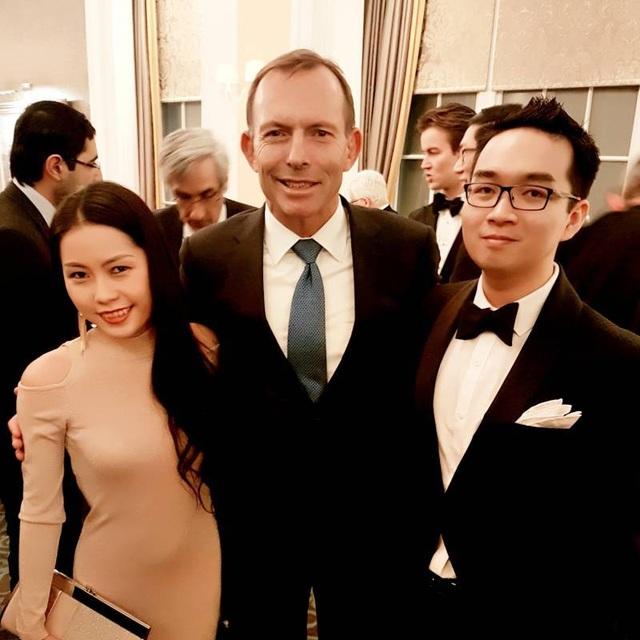 Ăn tối với nguyên Thủ tướng Úc Tony Abbott.