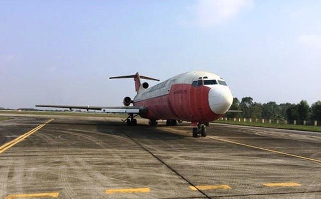 Chiếc Boeing bạc màu, cũ kỹ sau 10 năm phơi nắng tại Nội Bài