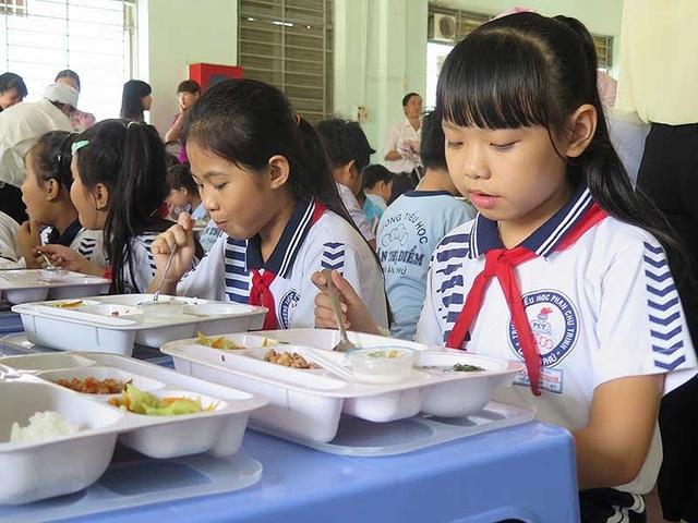 Các học sinh Trường Tiểu học Phan Chu Trinh (quận Tân Phú) theo học bán trú vệ tinh tại Trường tư thục Hồng Ngọc. (Ảnh: PA)