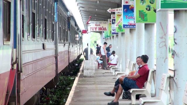 Đường sắt Bắc – Nam chính thức thông tuyến, hành khách đi tàu không còn vất vả đi xe trung chuyển.