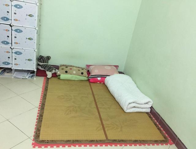 Vợ chồng chị Hạnh quyết ngủ sàn nhà, ở nhà không nội thất để chờ mua đồ giảm giá ngày Black Friday