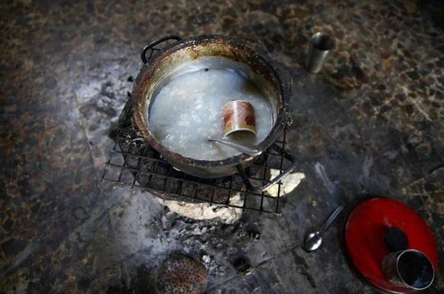Người dân ở Ghouta áp dụng cách ăn luân phiên đói phó tình trạng thiếu lương thực. Ảnh: Reuters