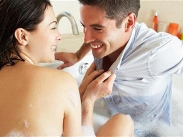 Khi đã trở thành vợ chồng, nhiều cặp đôi thường tặc lưỡi bỏ qua sự tươm tất và hơi cầu kỳ trong đời sống ân ái. Ảnh minh họa