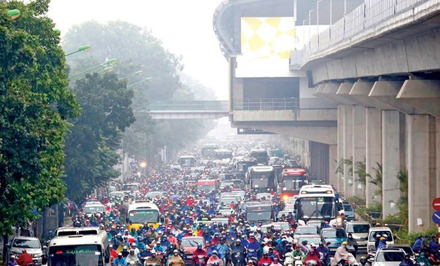 Ùn tắc giao thông xảy ra thường xuyên trên đường Nguyễn Trãi, ngay dưới chân công trình Đường sắt Cát Linh - Hà Đông. Ảnh: Như Ý.