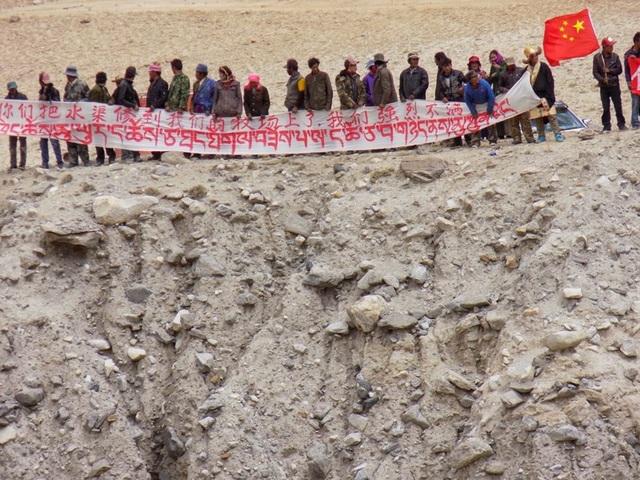 Người dân Trung Quốc ở làng Demchok, khu vực Ladakh ở biên giới hai nước, trong cuộc xung đột hồi năm 2014. Ảnh: INDIA TODAY