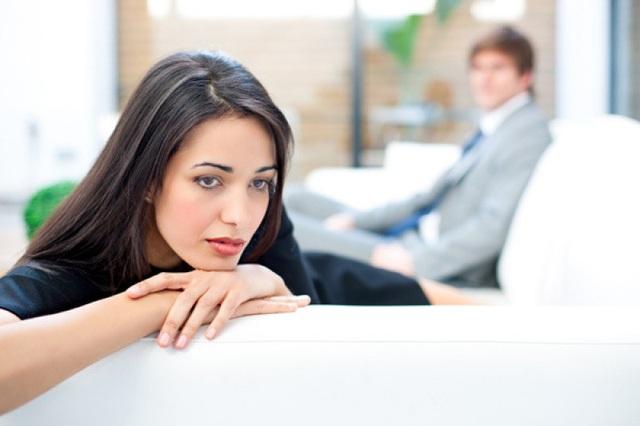 Vợ tủi hờn vì chồng không biết ghen gì cả. Ảnh minh họa: Internet