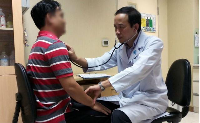 Hoại tử khớp háng khi tiêm corticoid chữa ngứa đầu - 1