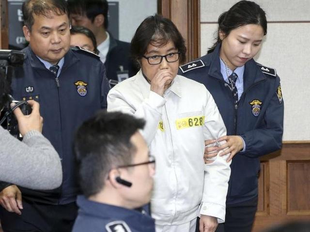Bà Choi - mẹ Chung Yoo-ra, người bị cáo buộc là đã lợi dụng mối thân tình với Tổng thống Park để trục lợi