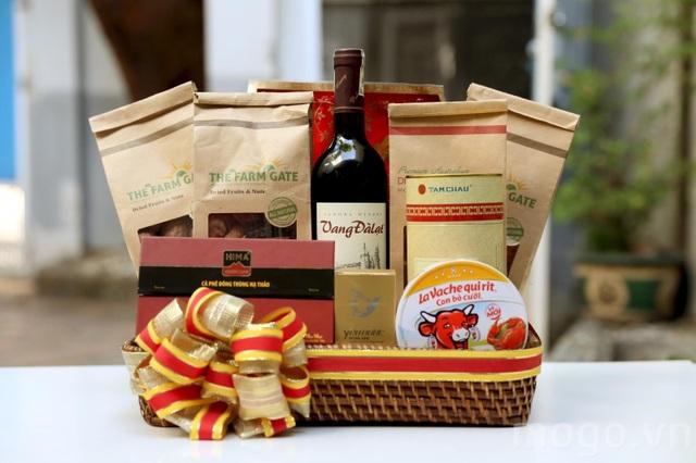Vang Đalạt là mặt hàng được ưa ái lựa chọn trong giỏ quà Tết, người tiêu dùng có thể đặt mua trực tiếp qua số điện thoại (08) 73000078