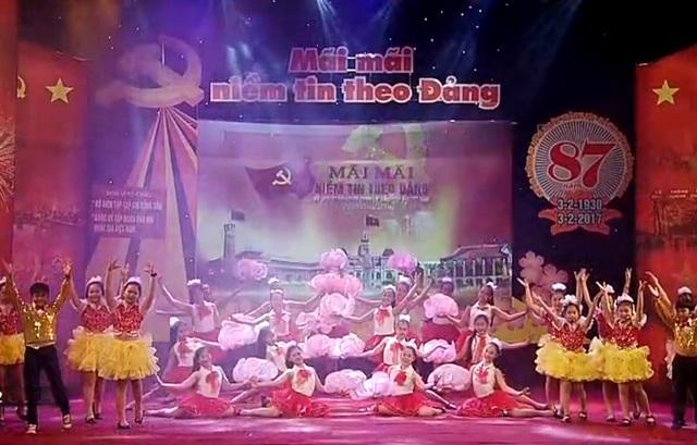 """Chương trình """"Mãi mãi niềm tin theo Đảng"""" tại Nhà hát Lớn, Hà Nội."""