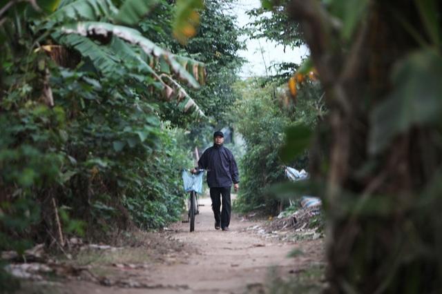 6h sáng ngày mùng Một Tết Đinh Dậu, ông Đặng Ngọc Phúc, 54 tuổi, ở Long Biên (Hà Nội), đã đạp xe xuống bãi khu giữa sông Hồng để thực hiện thói quen đã hình thành nhiều năm là tắm sông thể dục mỗi buổi sáng.