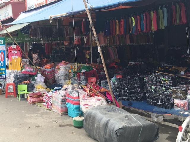 Không chỉ bán buôn ở Thổ Tang, người dân ở đây còn nhạy bén khi buôn bán, mở chợ khắp ngược xuôi đất nước