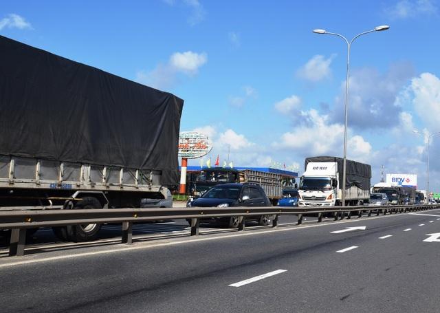 Vụ tai nạn làm ách tắc giao thông vài giờ đồng hồ trên QL1A