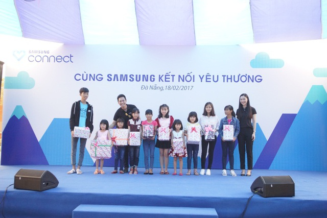 """Phan Anh, Helly Tống """"kết nối yêu thương"""" với trẻ em mái ấm Đà Nẵng - 1"""