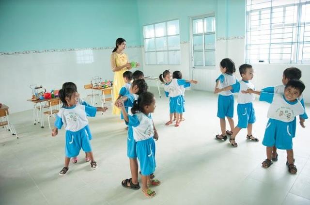 Một giờ học sôi nổi của các em trong ngôi trường Đèn Đom Đóm thứ 20