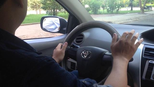 """Thiếu phụ giàu có, giả say """"bẫy"""" tài xế taxi - 1"""