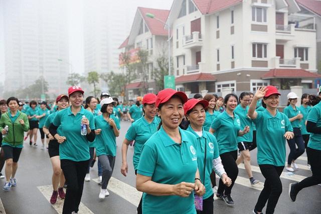 Hơn 1.000 người tham gia giải chạy tại Khu đô thị Dương Nội - 1