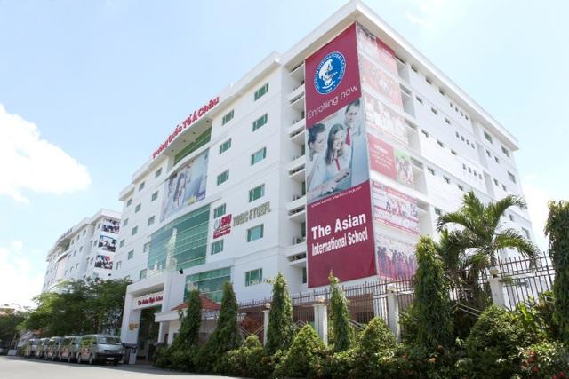 Trường Quốc tế Á Châu dạy 2 chương trình: chương trình của Bộ GD&ĐT Việt Nam và chương trình tiếng Anh quốc tế được thiết kế theo tiêu chuẩn giáo dục bậc phổ thông của American Education Reaches Out (AERO) và Common Core State Standards - Hoa Kỳ.