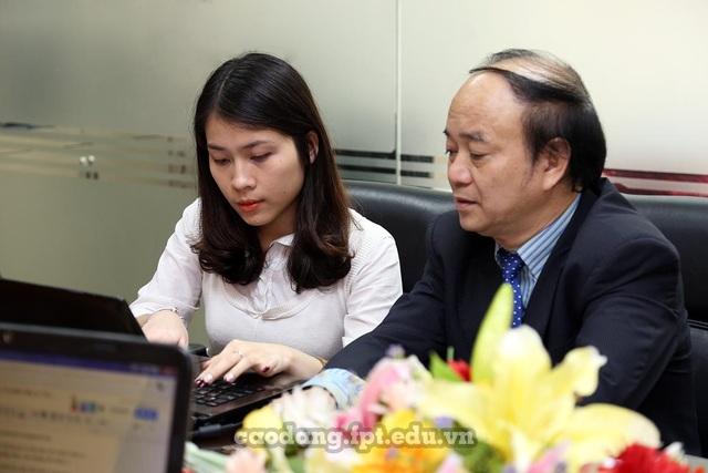 PGS TS. Cao Văn Sâm đang tư vấn cho độc giả Dân trí.