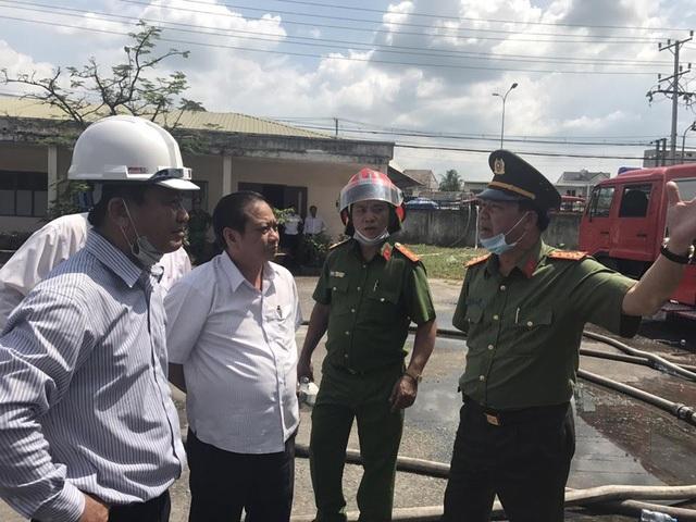 Bí thư Thành ủy Cần Thơ Trần Quốc Trung tại hiện trường vụ cháy
