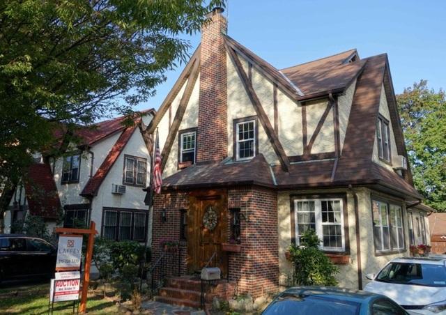 Ngôi nhà thời thơ ấu của Tổng thống Trump được bán với giá 2,14 triệu USD.
