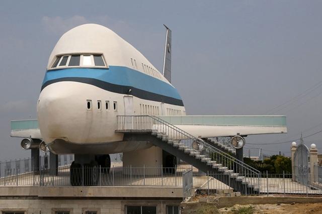 Nhà hình máy bay độc đáo ở làng Miziara, miền bắc Lebanon.