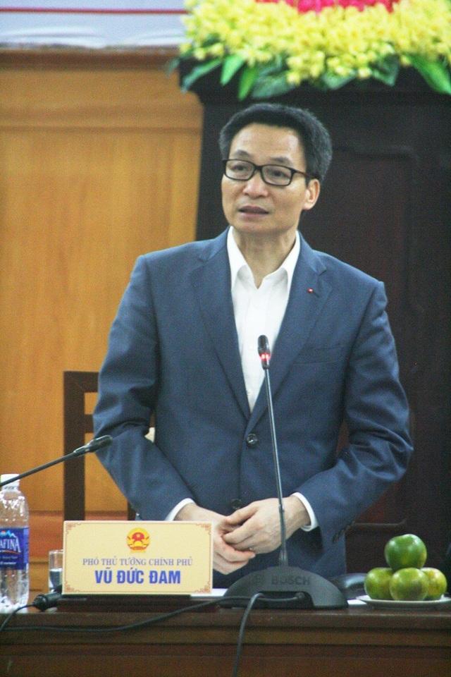 Phó Thủ tướng chỉ đạo nhiều vấn đề về y tế tại Huế chiều 30/3