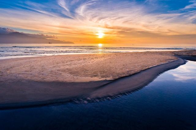 Mỹ Khê - một trong những bãi biển đẹp nhất hành tinh do tạp chí Forbes bình chọn - Ảnh: Duong Hoang