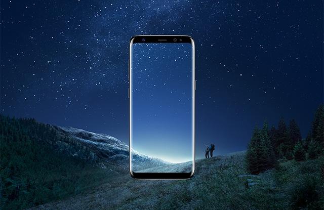 Với hai size màn hình lần lượt là 5.8 inch và 6.2 inch, màn hình vô cực trên Galaxy S8 và S8+ đang chứng tỏ khả năng di động vô hạn, vượt khỏi những khung viền và chuẩn mực truyền thống theo đúng nghĩa đen.