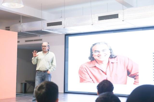 Ông Peter Relan - người được coi là bố già ở Silicon Valley, chia sẻ những góc nhìn chân thực về thung lũng Silicon và những bài học trên con đường khởi nghiệp với các bạn trẻ tại buổi talkshow.