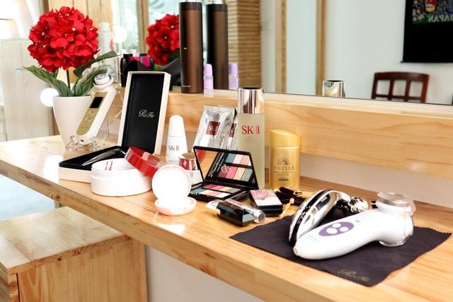 Không đơn giản là mỹ phẩm, bàn trang điểm của phụ nữ Nhật còn là một Spa thu nhỏ