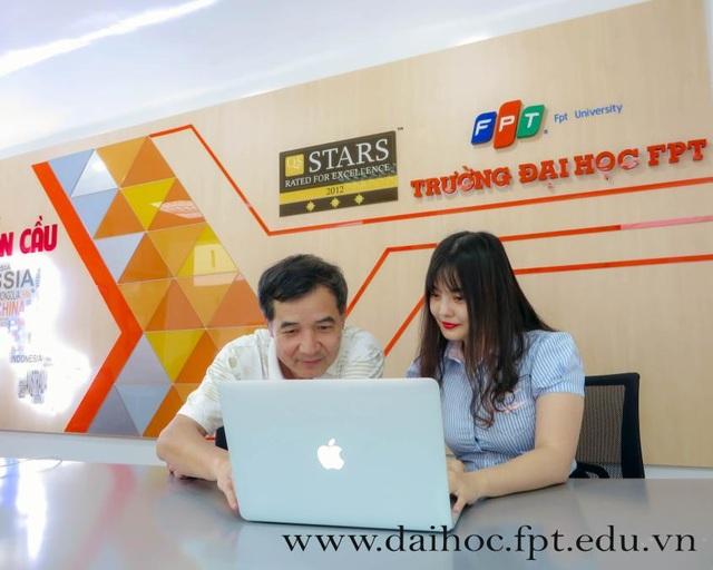 TS. Lê Trường Tùng - Chủ tịch HĐQT Trường Đại học FPT (trái).