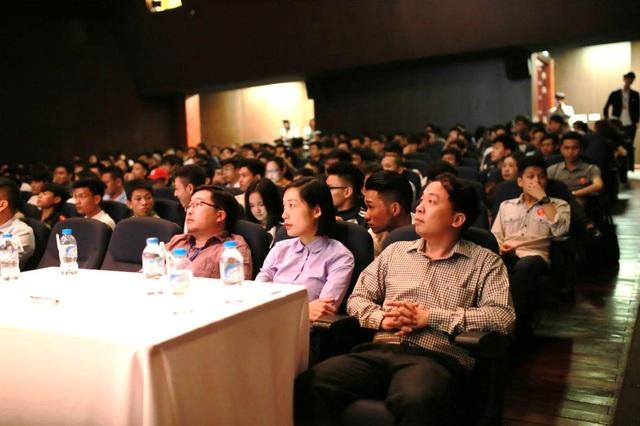 Người trẻ Việt nên chọn ngành gì để có lương 2.000USD? - 1