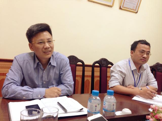 Ông Phan Ngọc Anh (Phó trưởng phòng GD&ĐT Hoài Đức) làm việc với báo chí.
